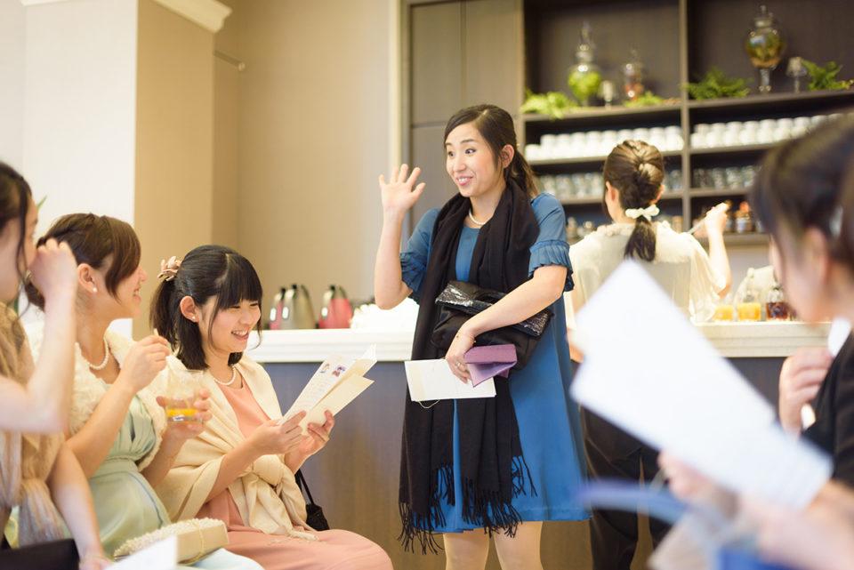 アルカンシエル南青山でのゲスト待合室にやってきた女性