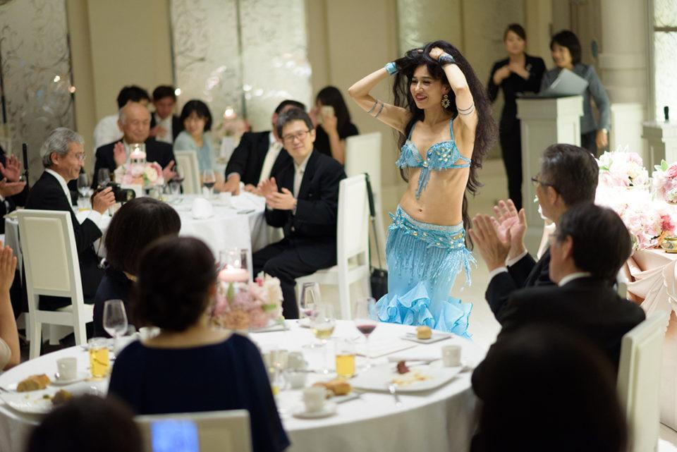 拍手を受けるダンサー