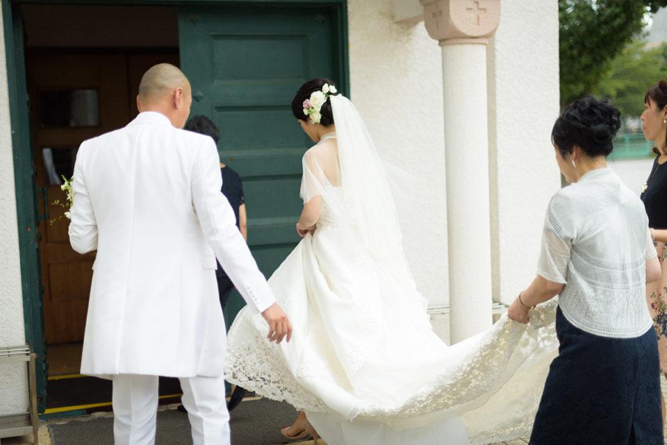サレジオ教会で挙式リハーサルに向かう新郎新婦