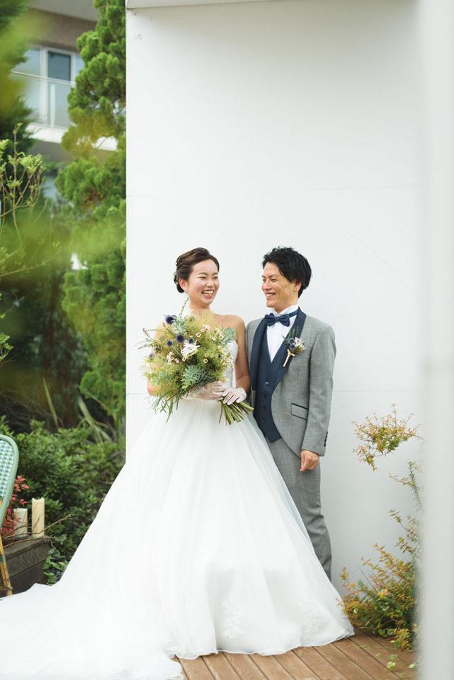 屋外チャペルでのポーズ写真