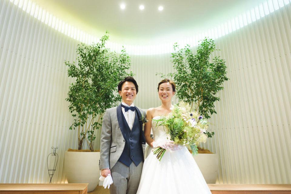 室内チャペルでのポーズ写真