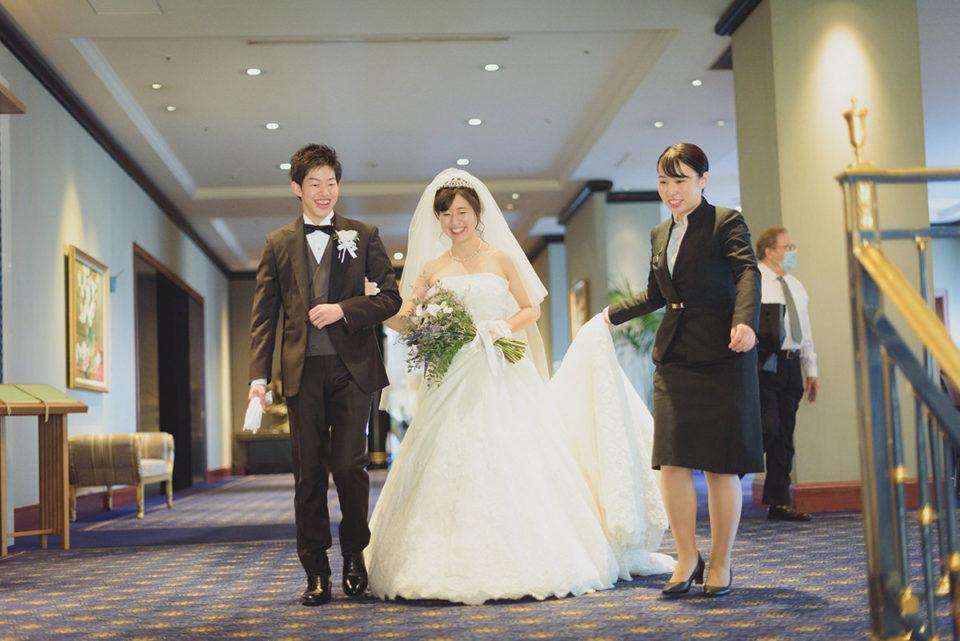 ウェスティンホテル東京で移動中の新郎新婦