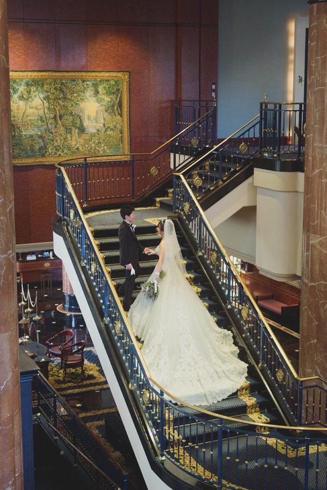 ウェスティン東京大階段でのポーズ写真