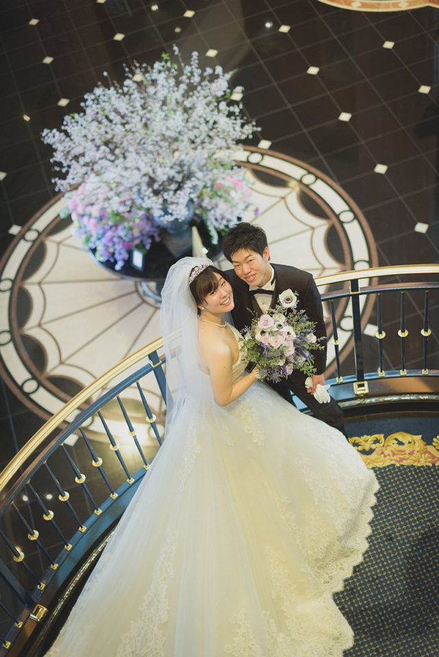 ウェスティン東京階段の踊り場でのポーズ写真